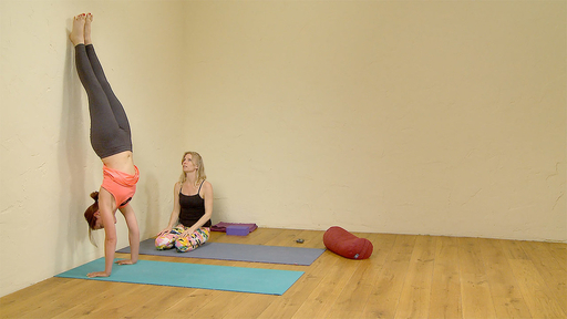 Video thumbnail for: Handstand 2: arm strength and alignment