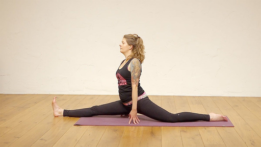 Video thumbnail for: Comfortable in your own skin - myth and asana