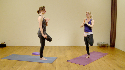Video thumbnail for: Morning yoga flow: happy hips