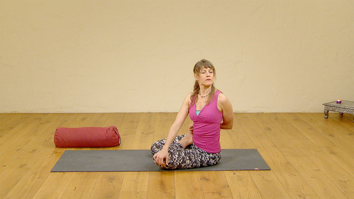 Video thumbnail for: Ground and unwind: yoga for sports