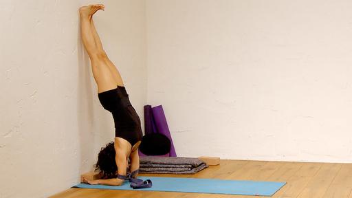 Video thumbnail for: Upside down morning yoga