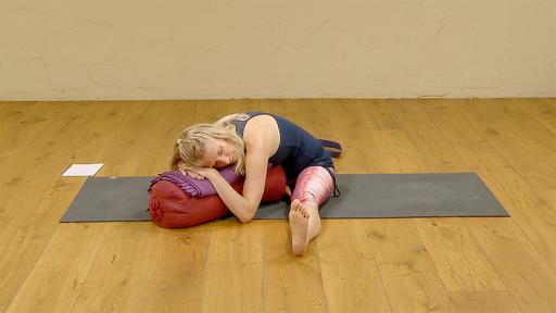 Video thumbnail for: Yoga during menstruation - Turn inward