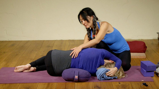 Video thumbnail for: Restorative Yoga sequence releasing the back