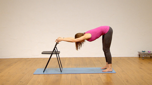 Video thumbnail for: Yoga for your work break - lunch time postures to focus and relax