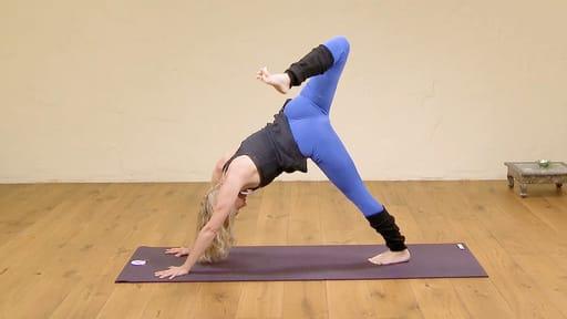 Video thumbnail for: Short wake up yoga flow