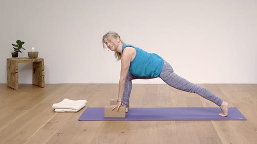 Video thumbnail for: Yoga for Beginners Course Class 2 - Synchronise breath and movement