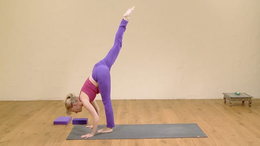 Video thumbnail for: Class 2: Detox yoga, twist from the core