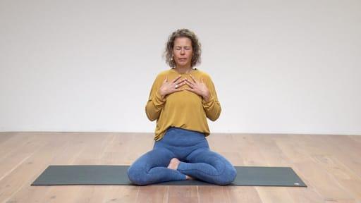 Video thumbnail for: Full Yogic breath