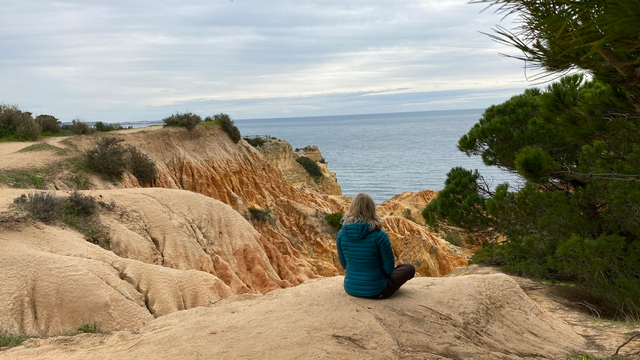 Thumbnail for playlist: 5 minute meditations with Esther Ekhart