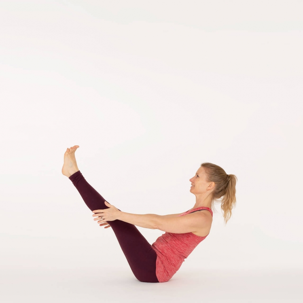 How To Do Boat Pose Navasana Ekhart Yoga Ekhart Yoga